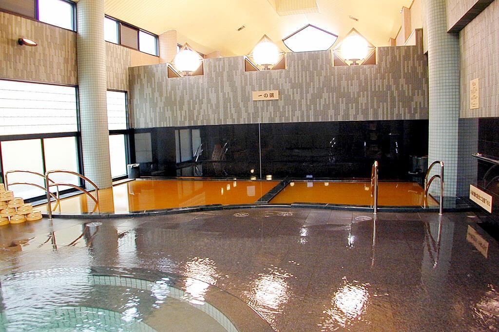 金の湯浴槽