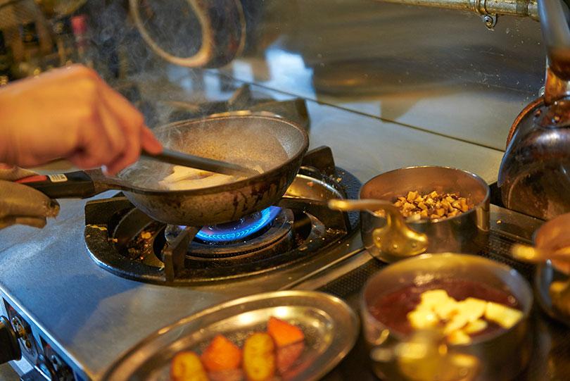 食材一つひとつに細かな仕事を施し、皿の上で融合させていく