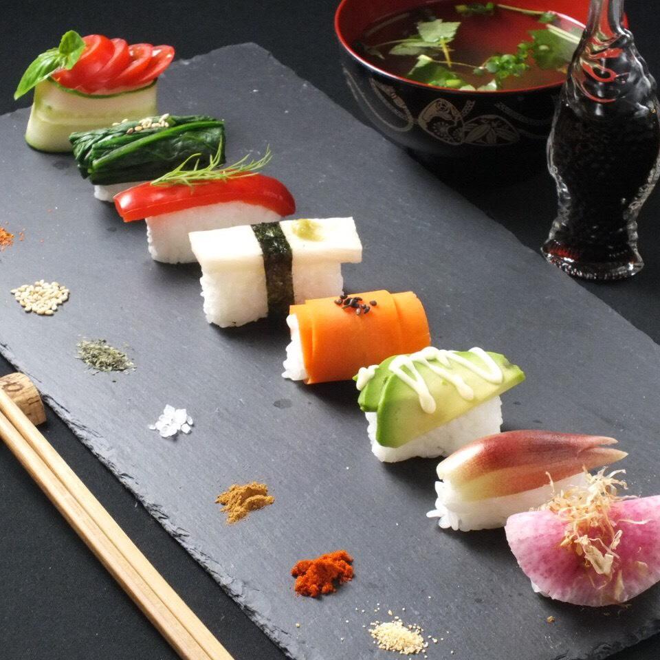 野菜寿司セット(野菜寿司8貫・やくみ蕎麦・小鉢)1,580円