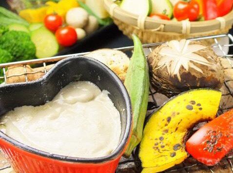 炙り野菜のバーニャカウダ 893円<br /> 七輪で炙って食べる新スタイルのバーニャカウダ
