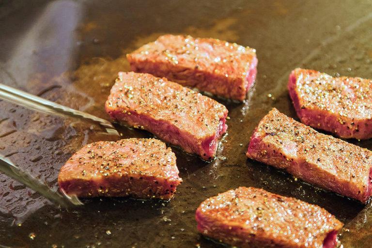 シェフの技術がよりお肉の美味しさを引き出します。