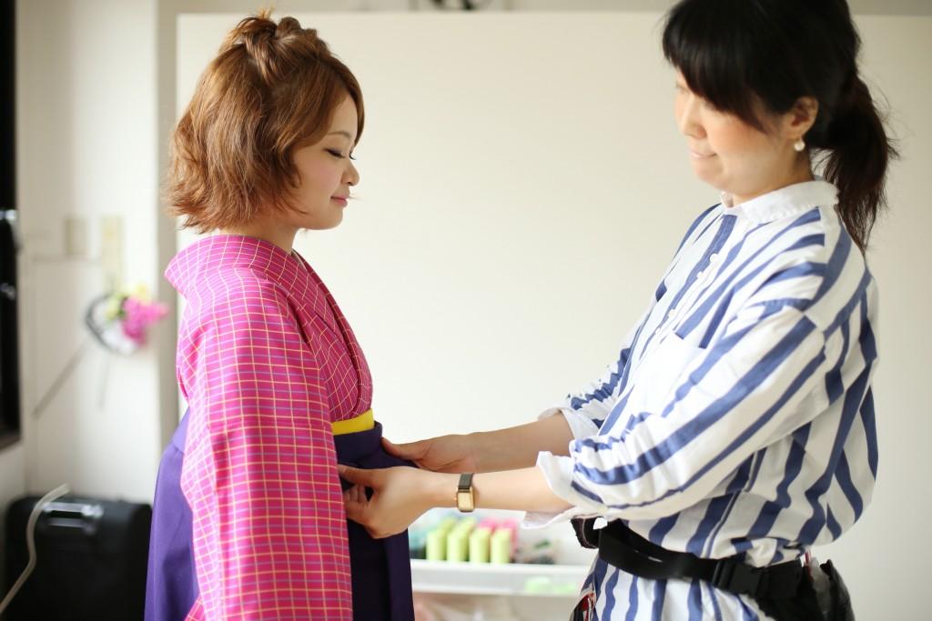 袴は明治・大正時代に良家のお嬢さんたちが着ていたという、当時の女性たちの憧れの衣装。<br />