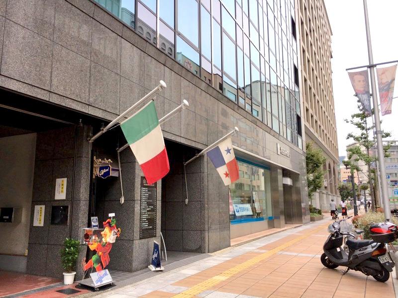 こちらが入口です。エスティームはビルの5階にあります。<br>↓詳しいレッスンのコースや料金プランはホームページへ↓