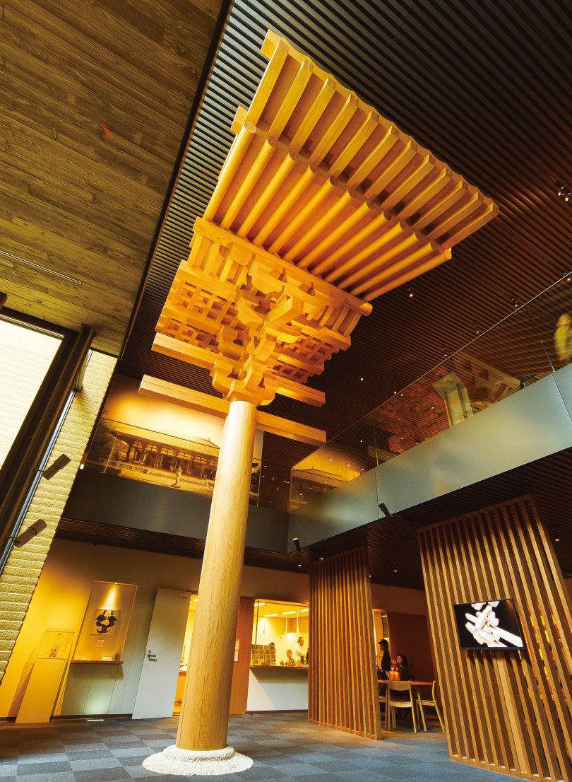 天井まで届く迫力の建築模型