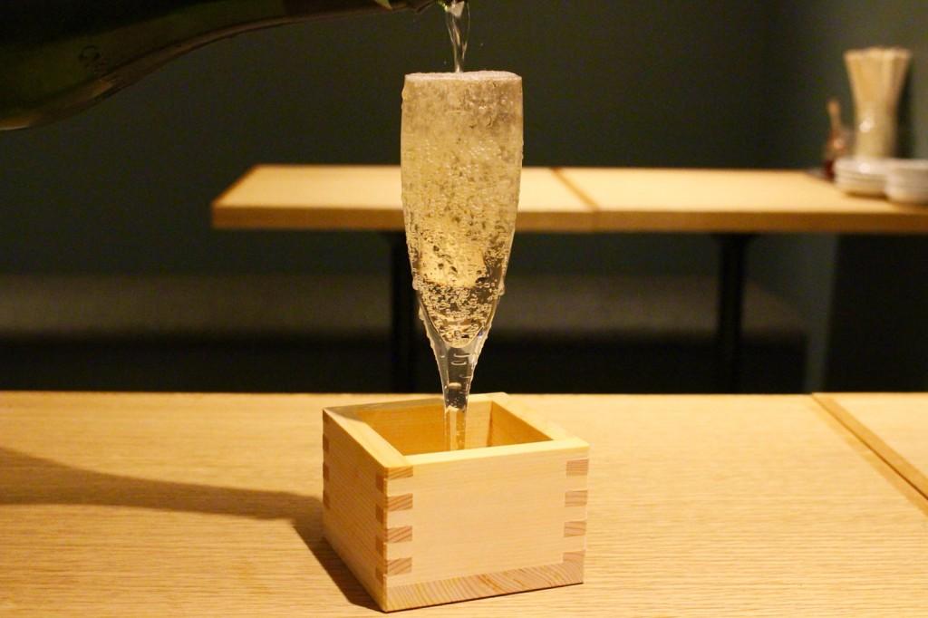 升にあふれる、こぼれスパークリングワイン 690円(税別)
