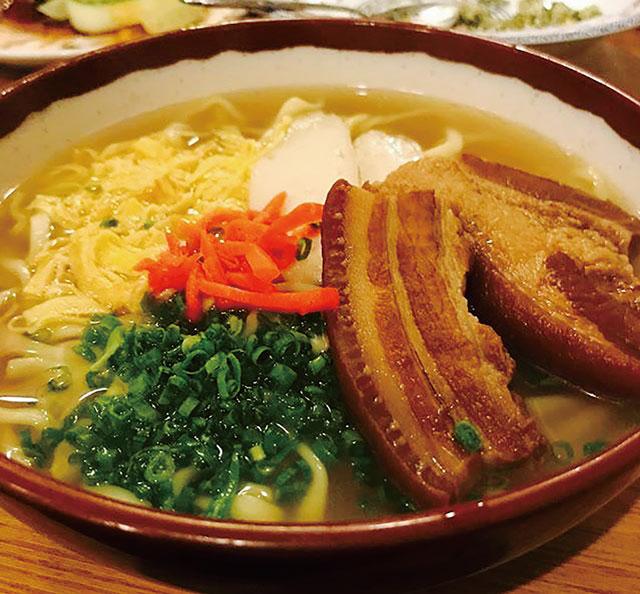 沖縄そばを始めとした沖縄料理一品もあります