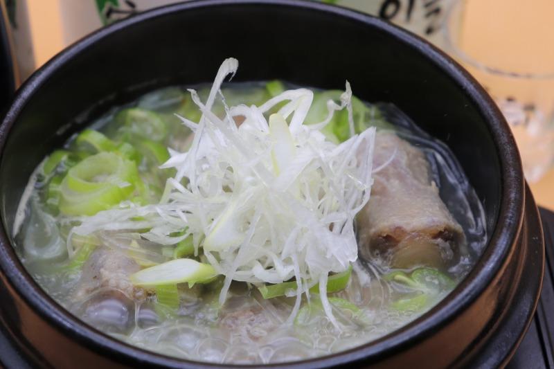 ほっこり優しい味が特徴で旨みあるテールスープ。