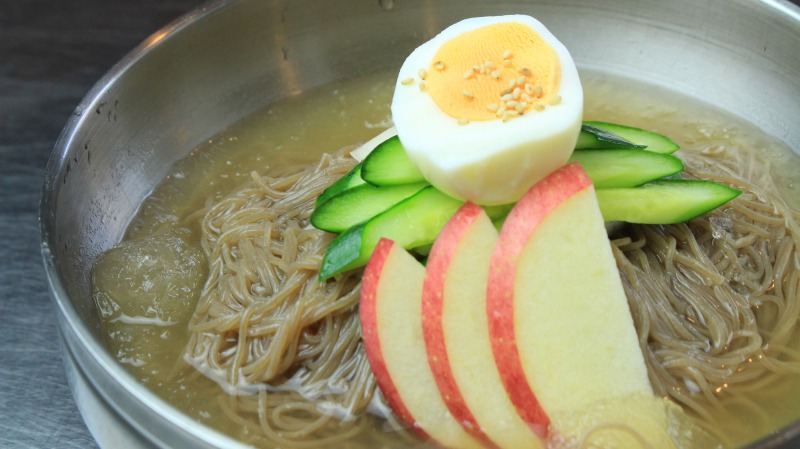 サッパリとした〆やランチにも人気の冷麺。