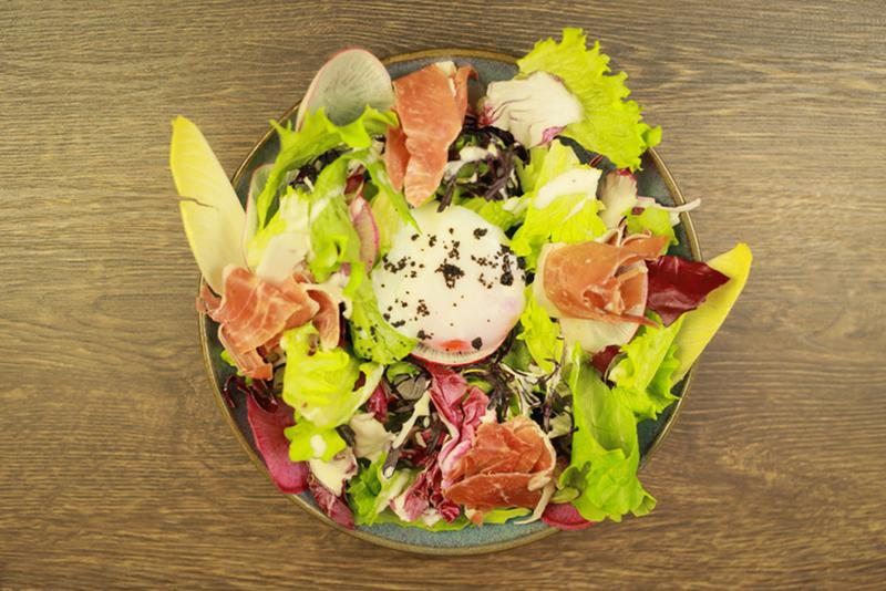 苦味野菜のシーザーサラダ(炭焼きべらみ)