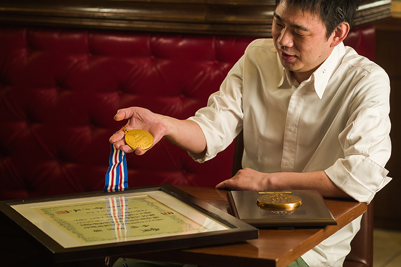 Teruhiko Nakashima (head chef) is a notable chef in Kobe who learned the techniques while in France and received the Hyogo prefectural governor award.