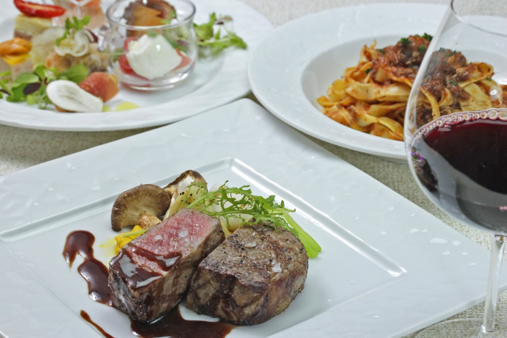 The chef's special dishes use local seasonal ingredients.
