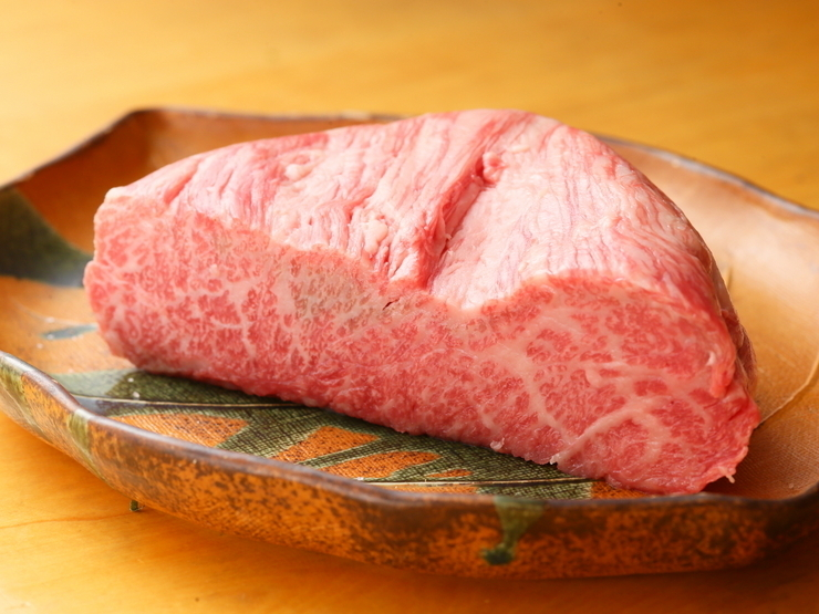 Kobe beef sirloin steak 100g 5,000 JPY (tax included)