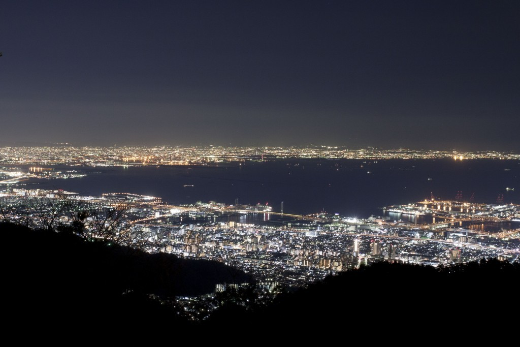 The 10 million-dollar night view of Kobe from Tenran Observatory <br /> (An observatory which is located right next to Rokko Cable Car Rokko Sanjo station.) <br />