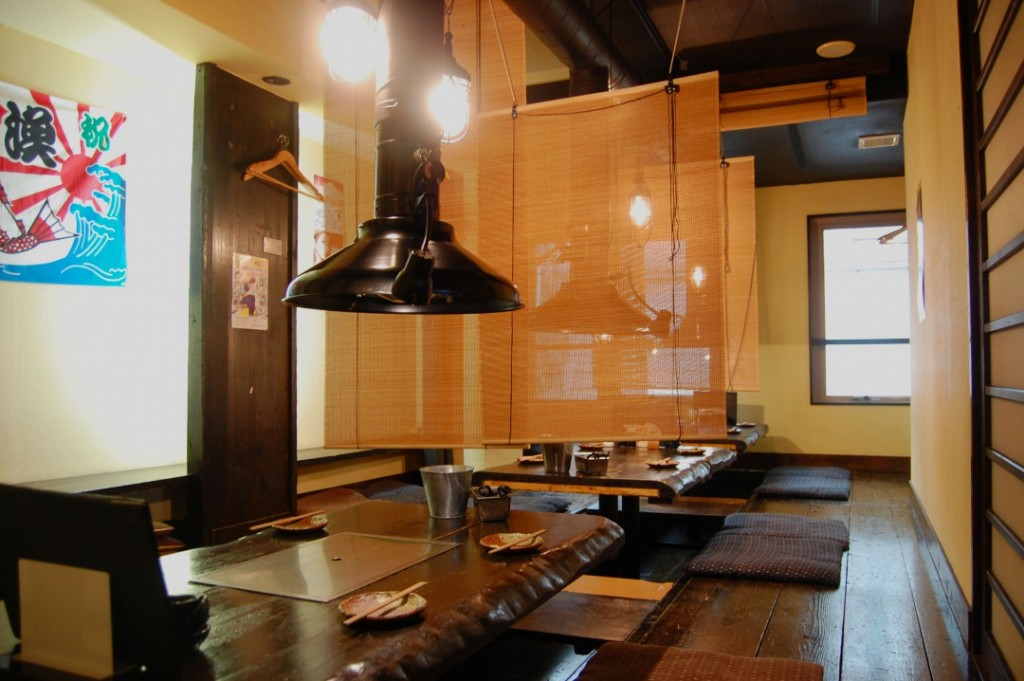 Cozy hori-gotatsu (sunken kotatsu table) seats and booths are also available!