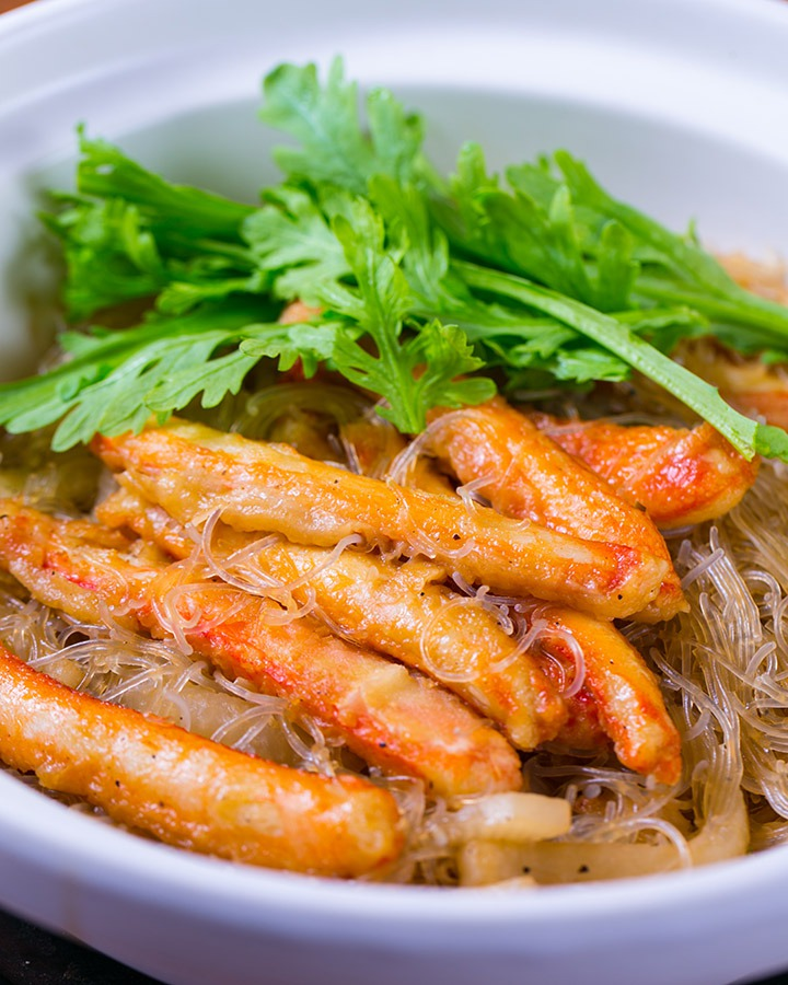 "One of the bestselling dishes! ""Simmered crab meat and bean-starch vermicelli"""