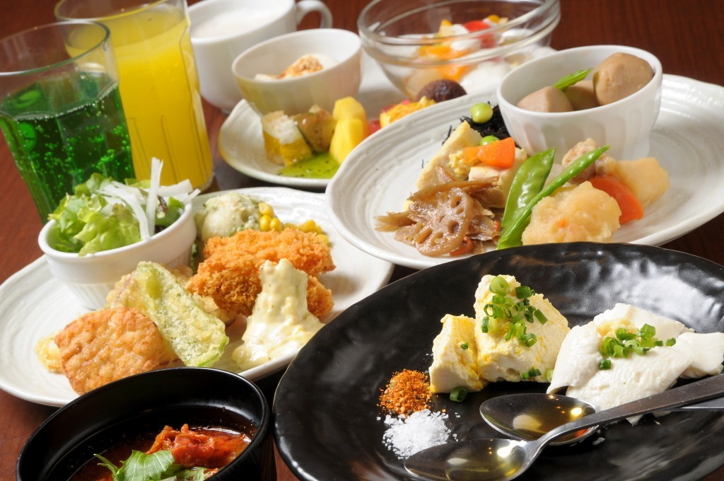 They wholeheartedly welcome you with their delicious Japanese, Chinese, and Western dishes.