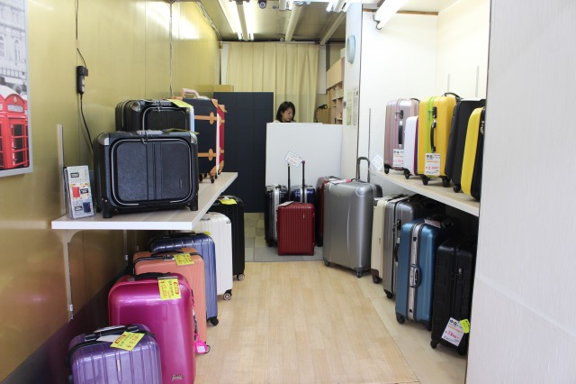 A variety of secondhand suitcases starting from 4,800 JPY (tax included)